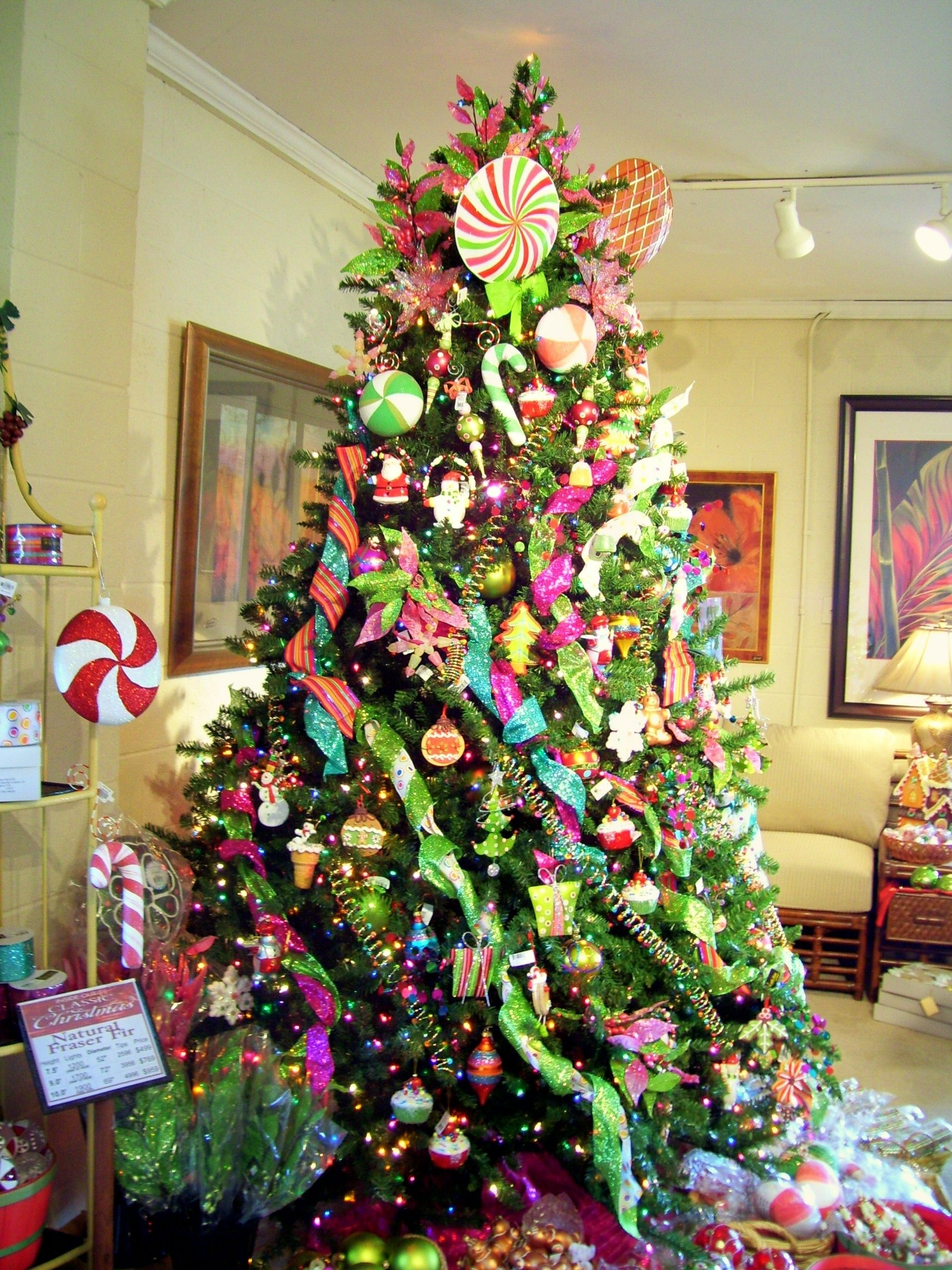 10 Fabulous Cheap Christmas Tree Decorating Ideas