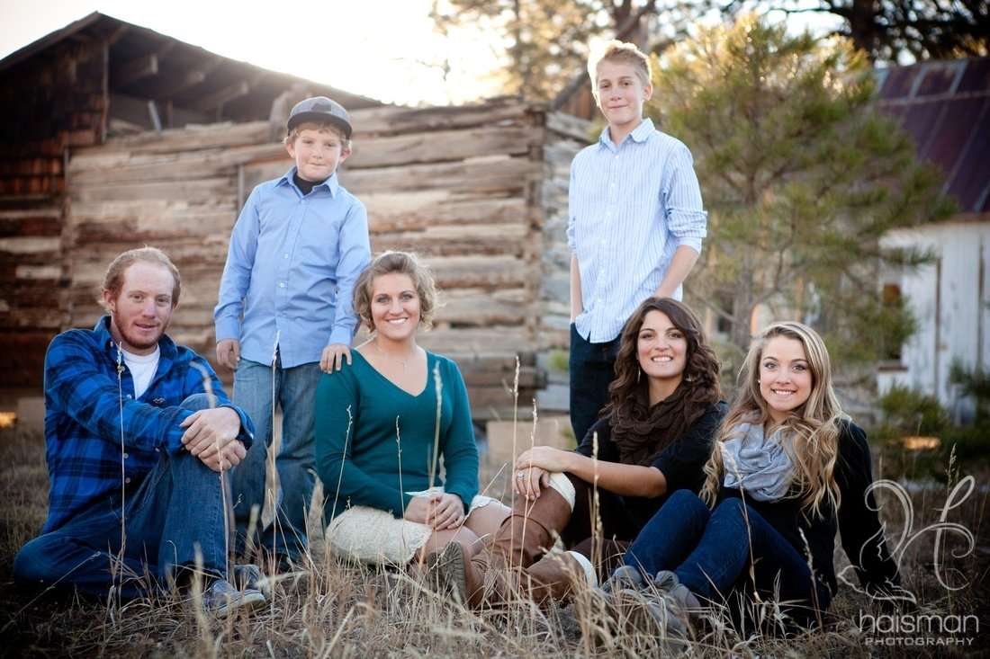 10 Lovable Family Photo Ideas With Older Kids colorado family photography poses amd ideas for older children 2020