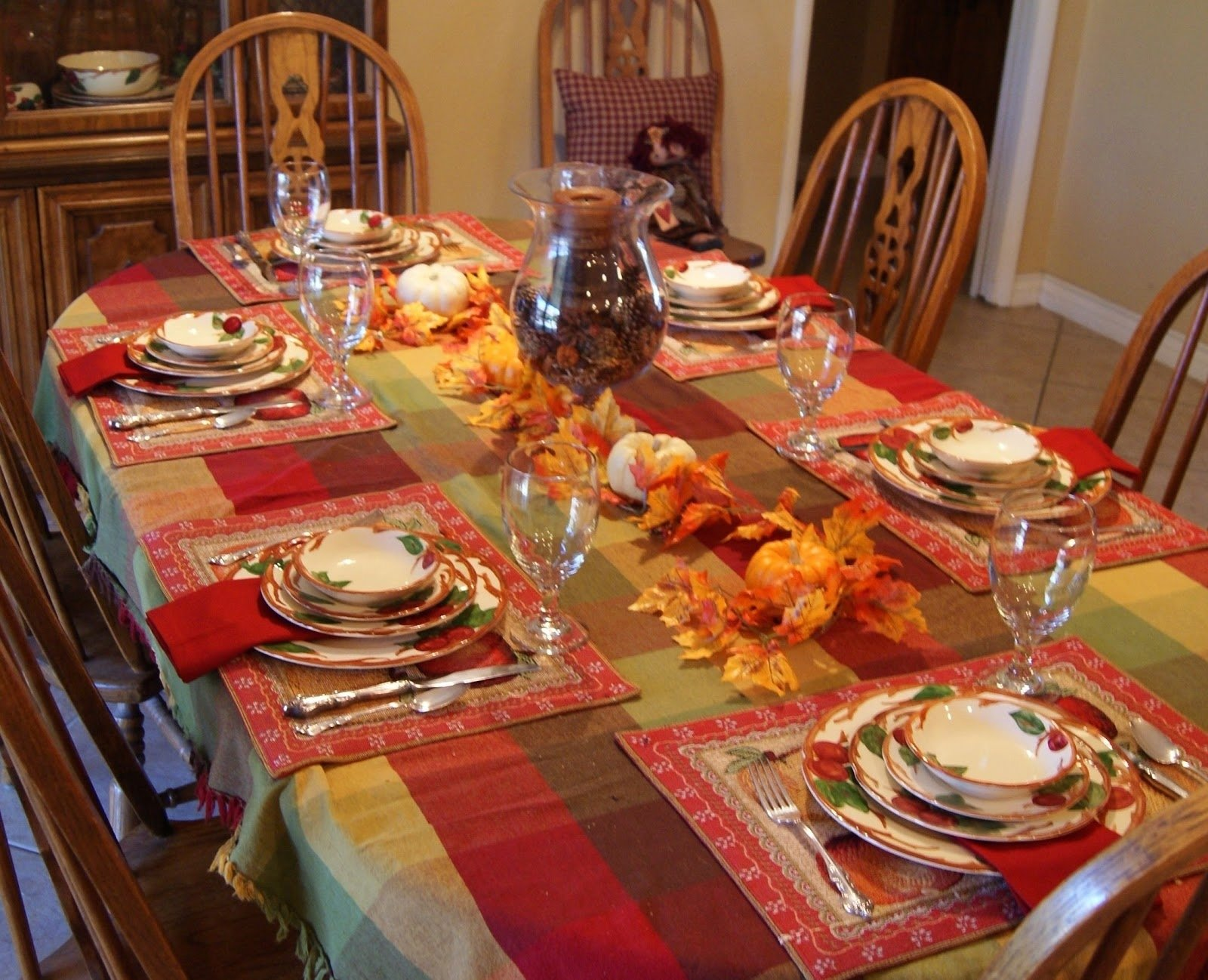 10 Wonderful Thanksgiving Table Setting Ideas Easy cool home thanksgiving porch decor ideas with orange pumkins on