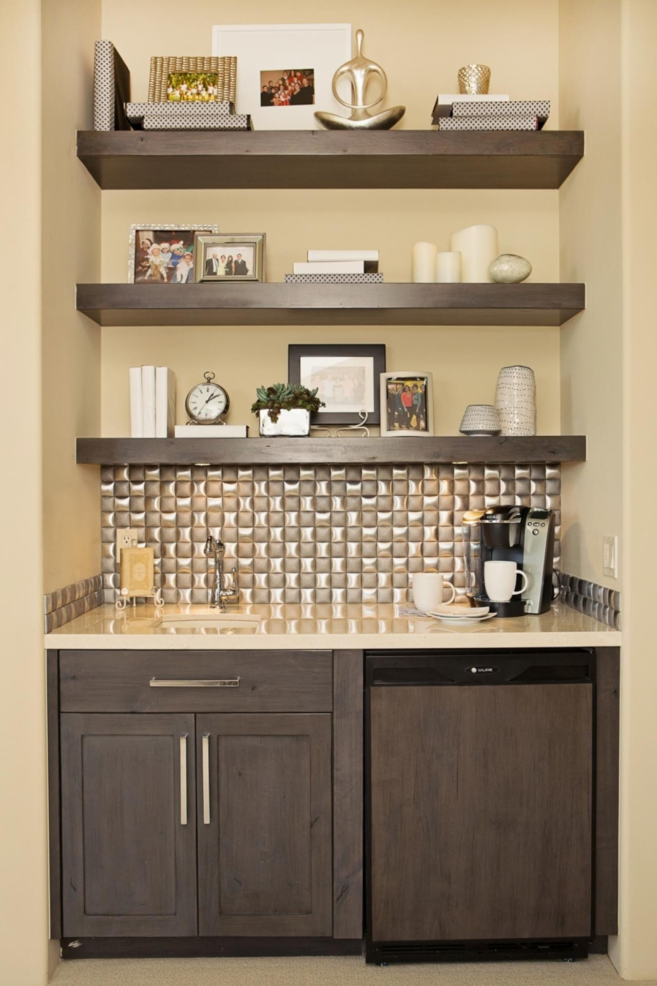 Small Wet Bars With Shelves - Interior Design 3d •