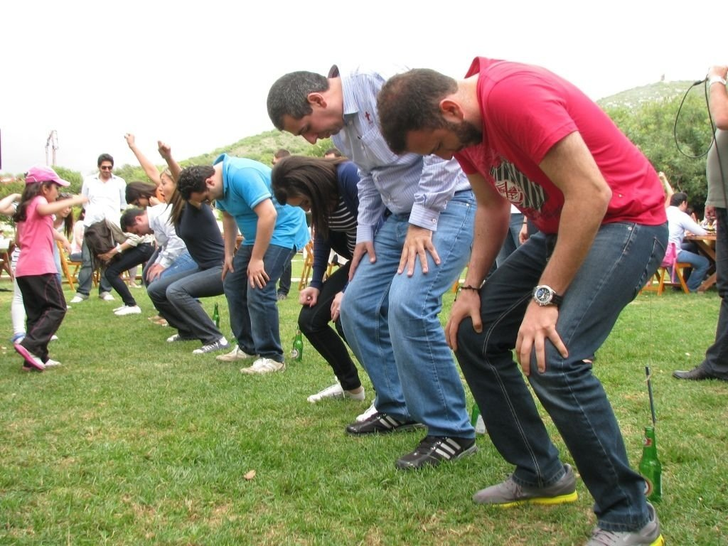 10 Pretty Ideas For Team Building Events corporate events team building activities funny games arnaoon 2020