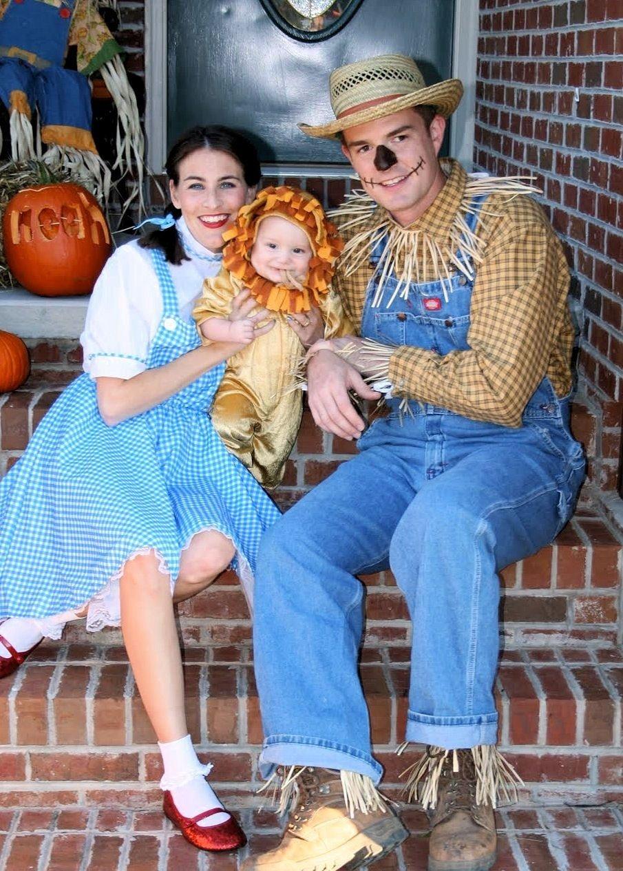 10 Fantastic Family Costume Ideas For Three costume parade parade fabulous family costumes costumes 2020