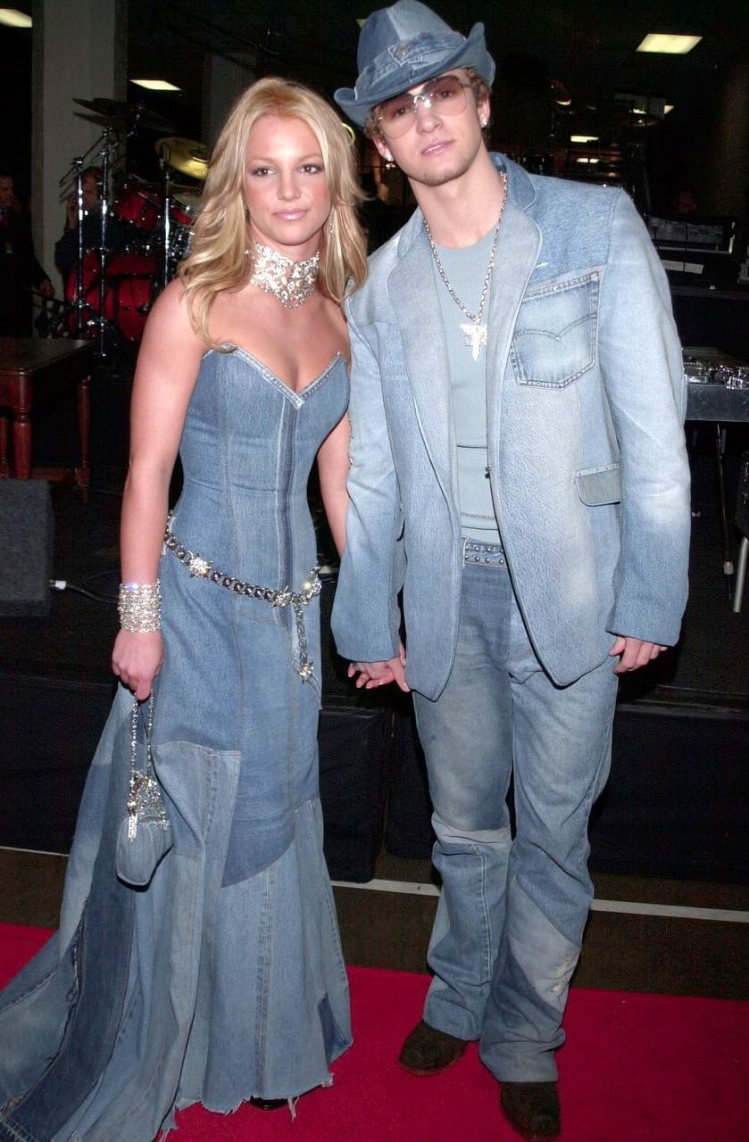 10 Fantastic Celebrity Couples Halloween Costume Ideas couples halloween costume ideas inspiration celebrity couple 2 2021