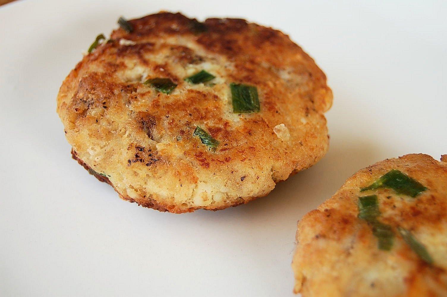 10 Fashionable Dinner Ideas With Mashed Potatoes crisp mashed potato fish cakes kitchen belleicious 1 2021
