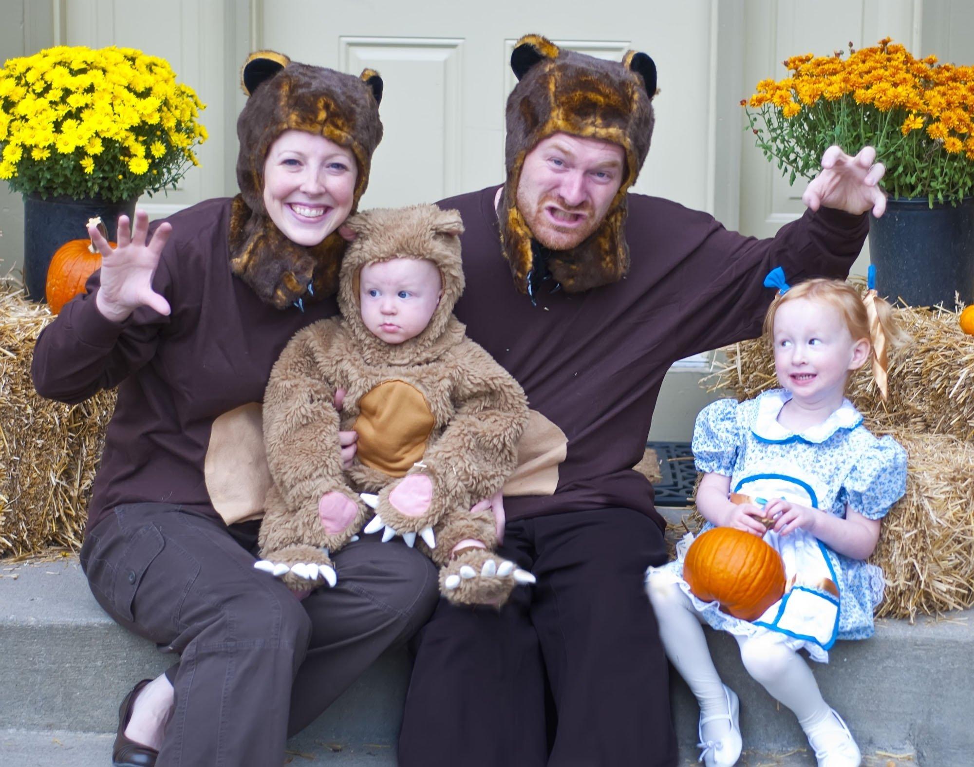 10 Fantastic Family Costume Ideas For Three cute family costume goldilocks and the three bears family 2020