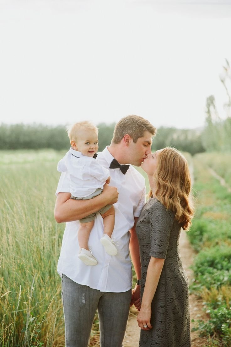 10 Perfect Cute Ideas For Family Pictures cute ideas for family pictures family of three photo poses cute 2021