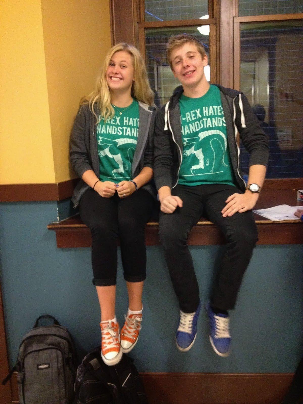10 Pretty Cute Ideas For Twin Day At School cute twin day ideas for school s rk