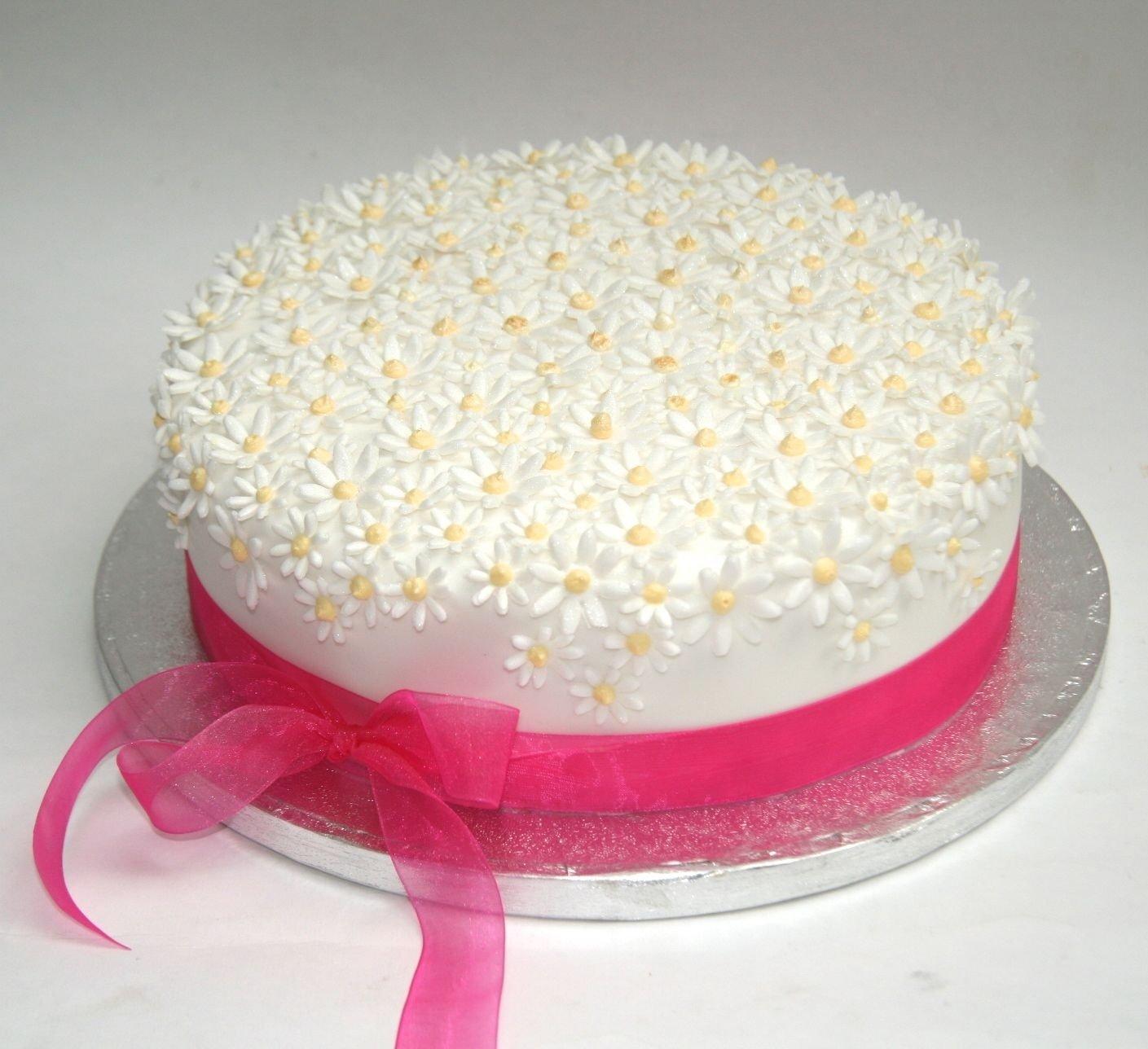 10 Gorgeous Birthday Cake Decorating Ideas For Adults daisy cakes wedding cakes birthday cakes simple white daisy cake 2020