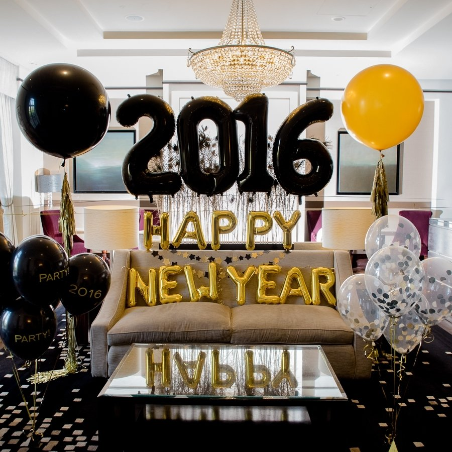 10 Attractive Ideas For New Years Eve Parties decorating living room with new years party decorations balloon 1 2020