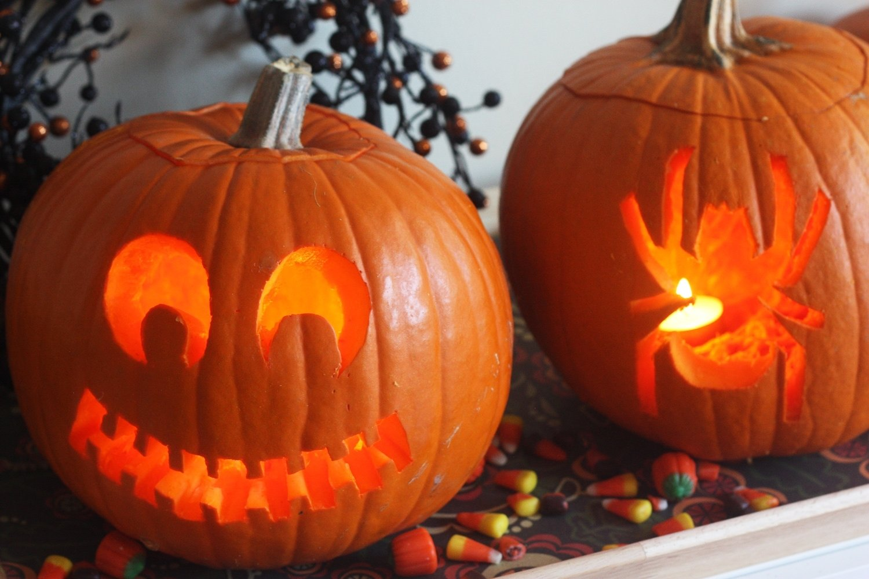 10 Best Cute Couple Pumpkin Carving Ideas decoration contemporary horror spooky couple pumpkin carving ideas 2020