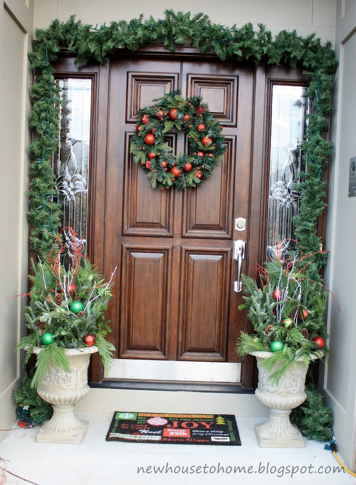 10 Awesome Front Door Christmas Decorating Ideas decorations natural green christmas entrance door decor outdoor 2020