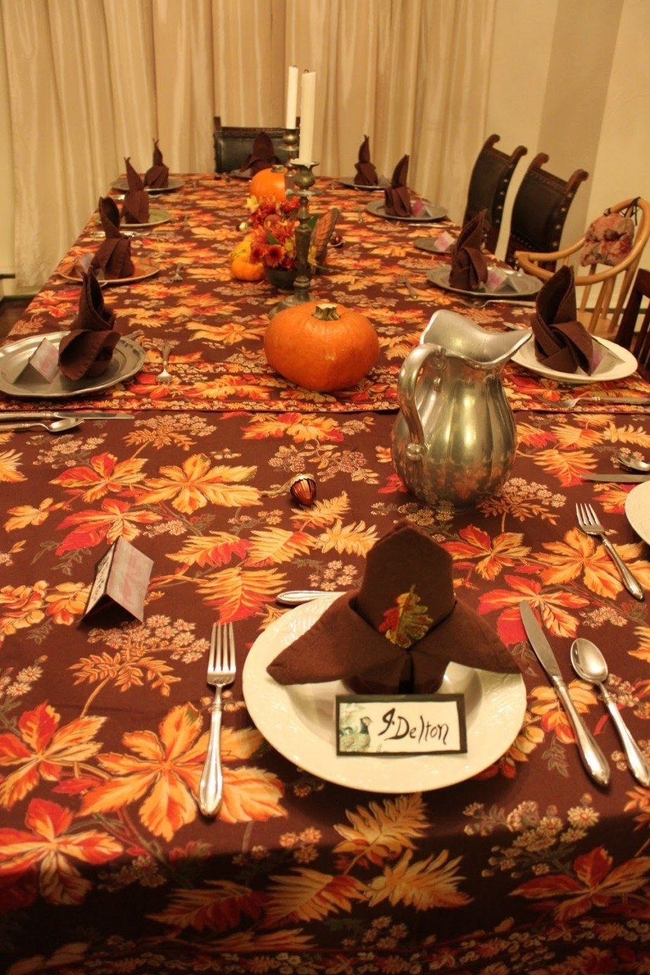 10 Wonderful Thanksgiving Table Setting Ideas Easy decorations simple pumpkin and flower in vase thanksgiving dining