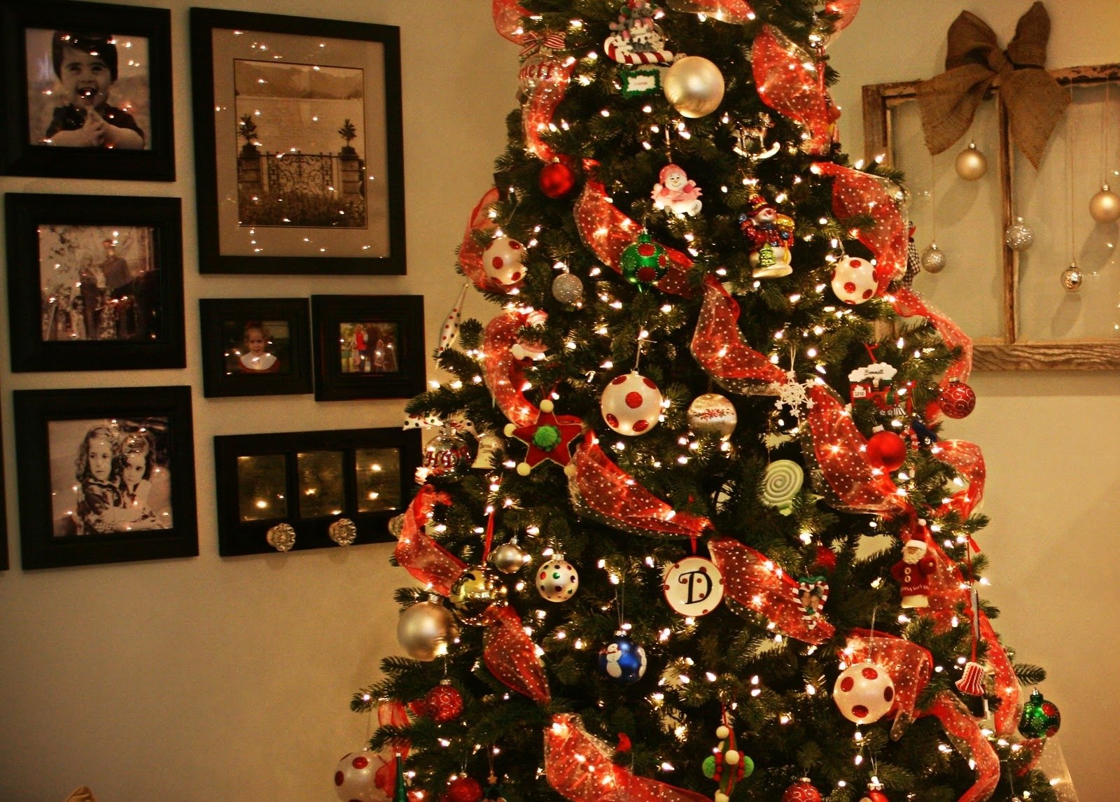 10 Lovely Ribbon On Christmas Tree Decorating Ideas designer christmas tree with ribbon there are more interesting 1 2020