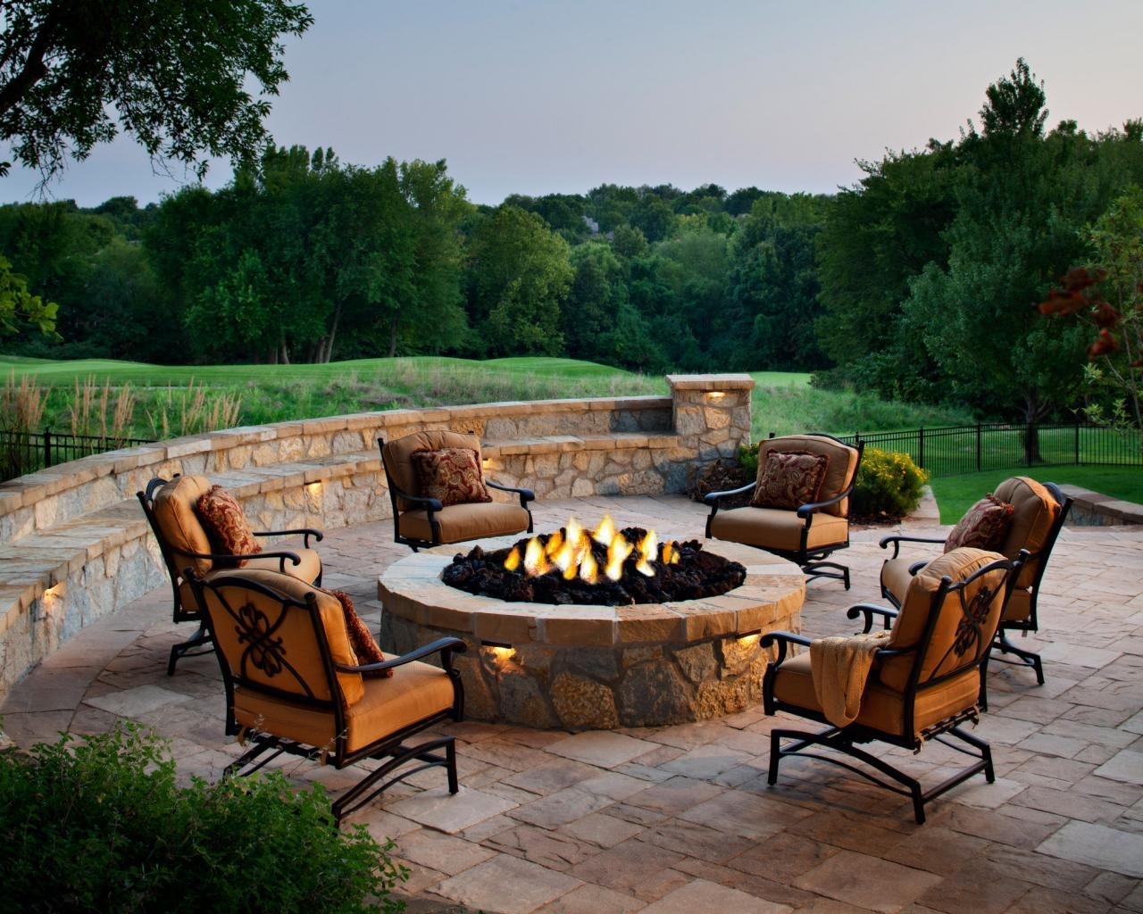 10 Lovely Patio Ideas With Fire Pit %name