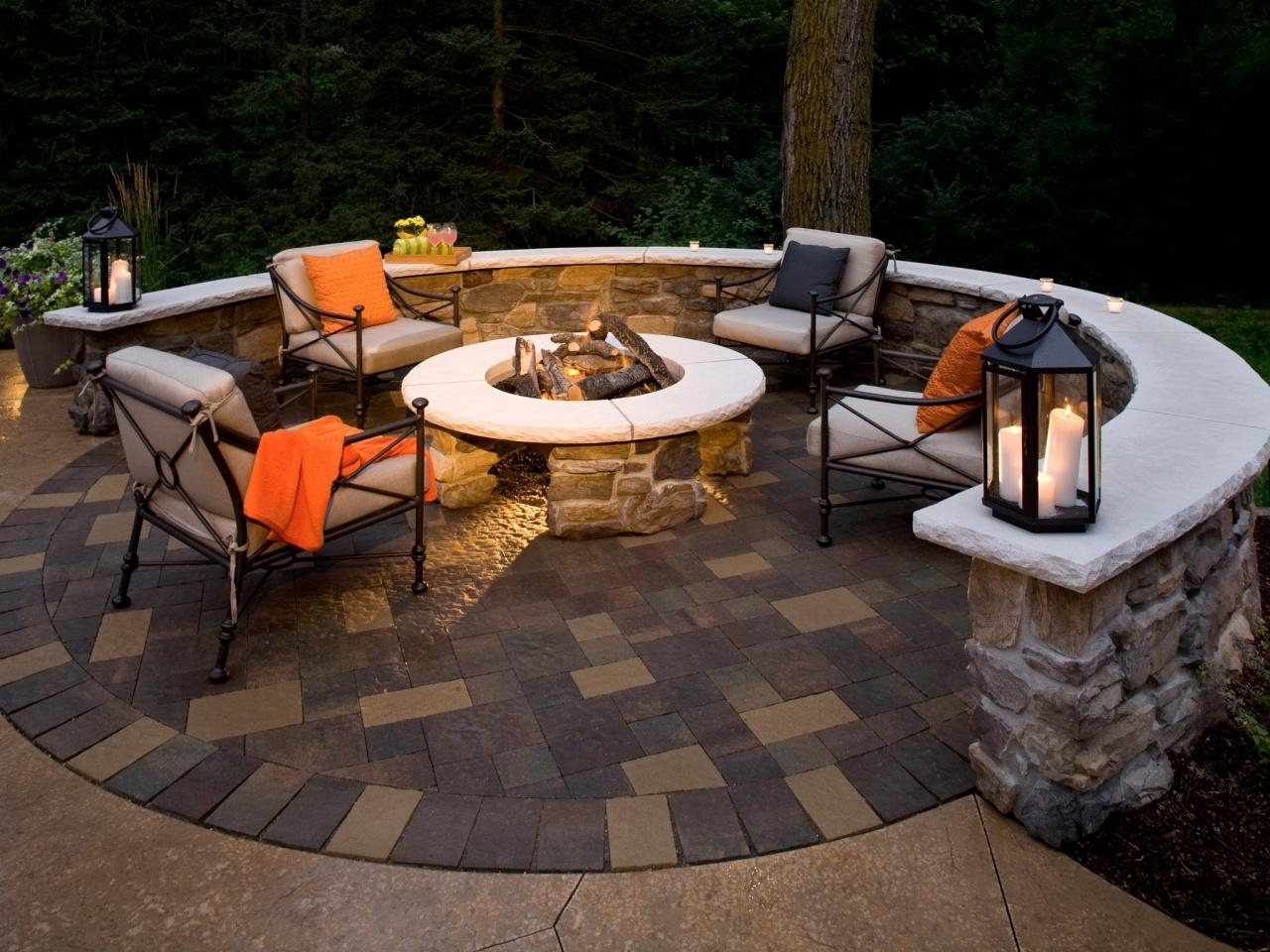 10 Fashionable Patio With Fire Pit Ideas