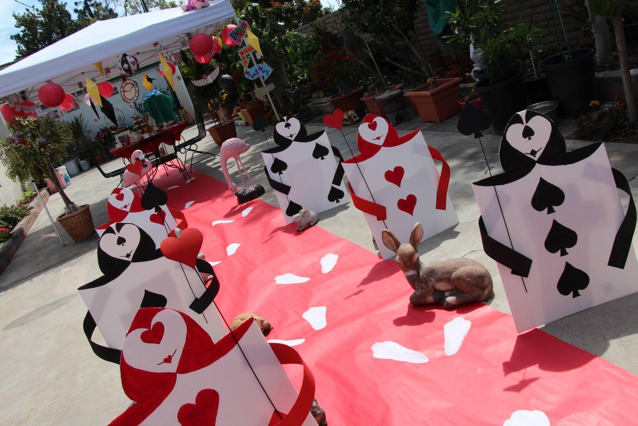10 Great Alice In Wonderland Decorating Ideas disney alice wonderland diy tea party card soliders tierra este 2020