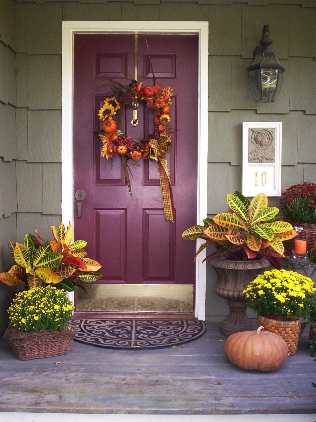 10 Lovely Front Door Fall Decorating Ideas %name