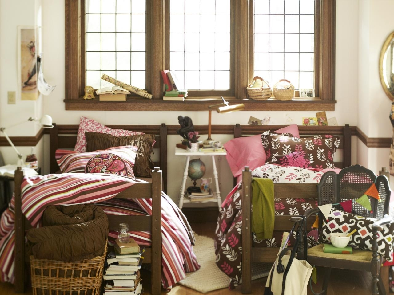 10 Most Popular College Dorm Room Decorating Ideas %name 2021
