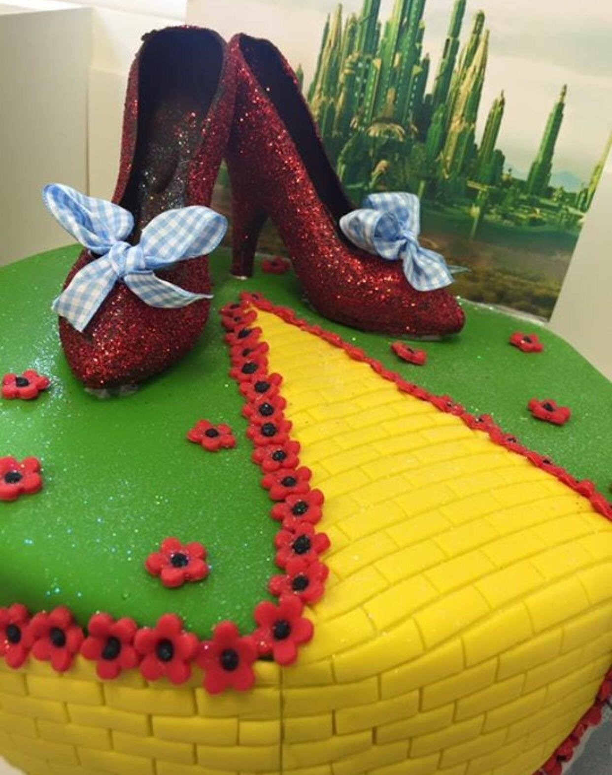 10 Pretty Wizard Of Oz Cake Ideas dorothy the wizard of oz cake peter herd 2020