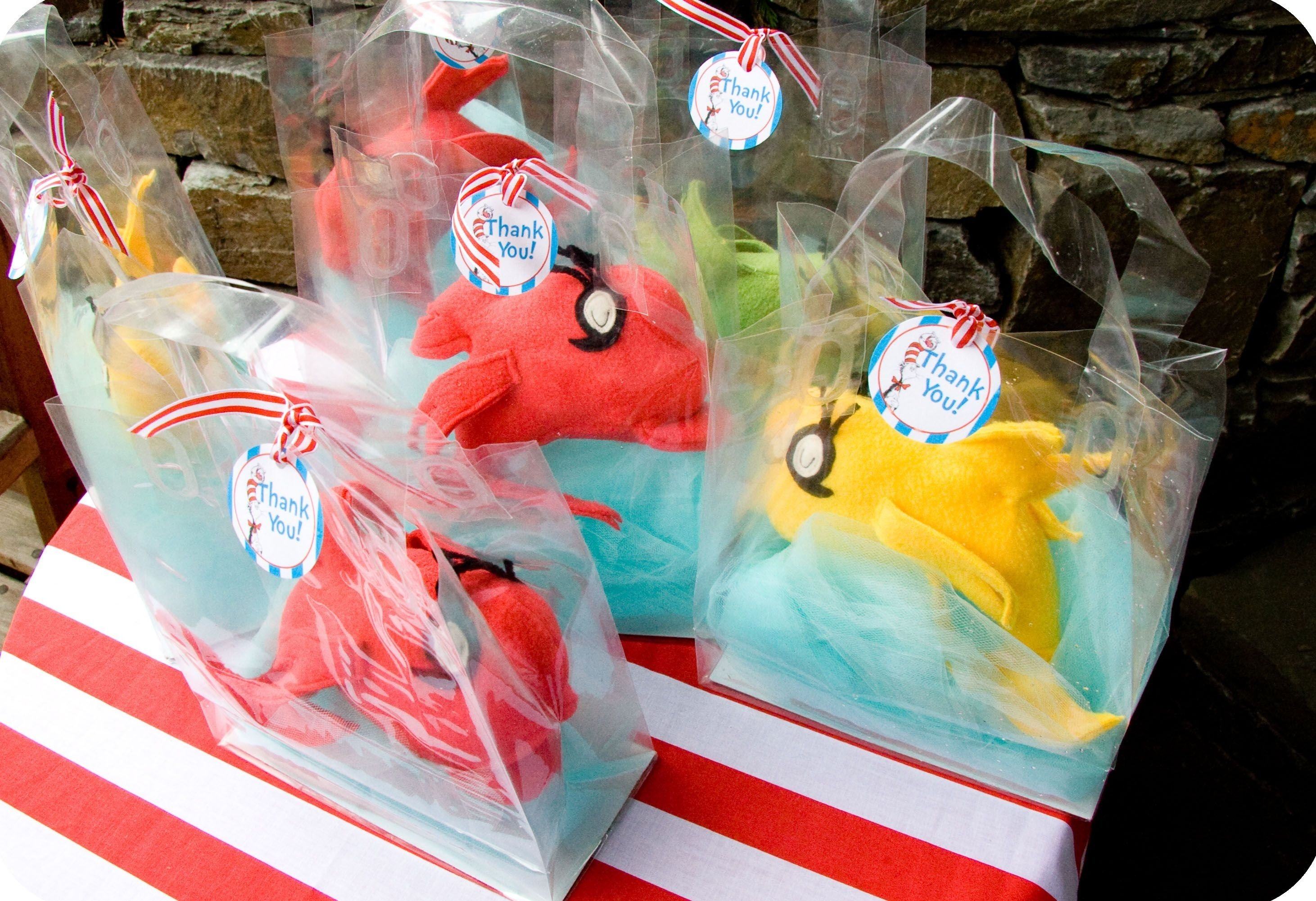 dr seuss party series- fish party favor tutorial with a printable