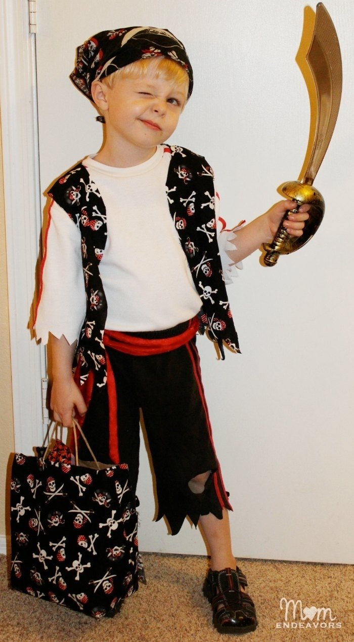 10 Attractive Homemade Pirate Costume Ideas For Kids easy diy pirate halloween costume
