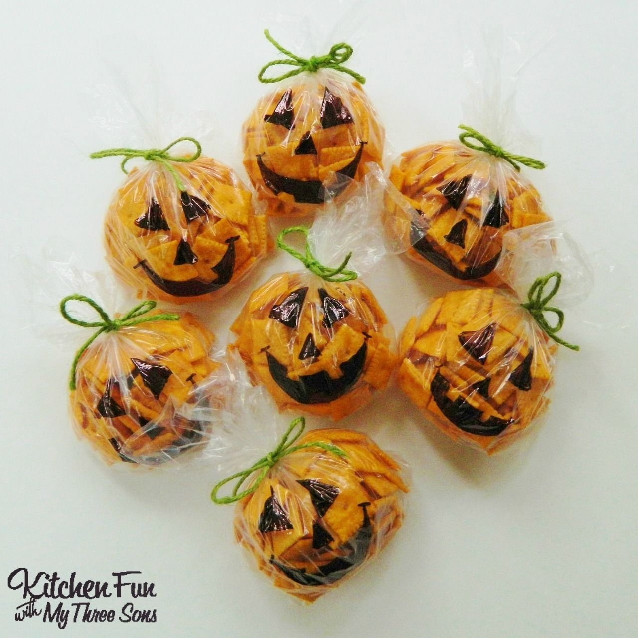 10 Unique Halloween Treat Ideas For School Parties easy halloween pumpkin snack bags filled with cheez its baggies