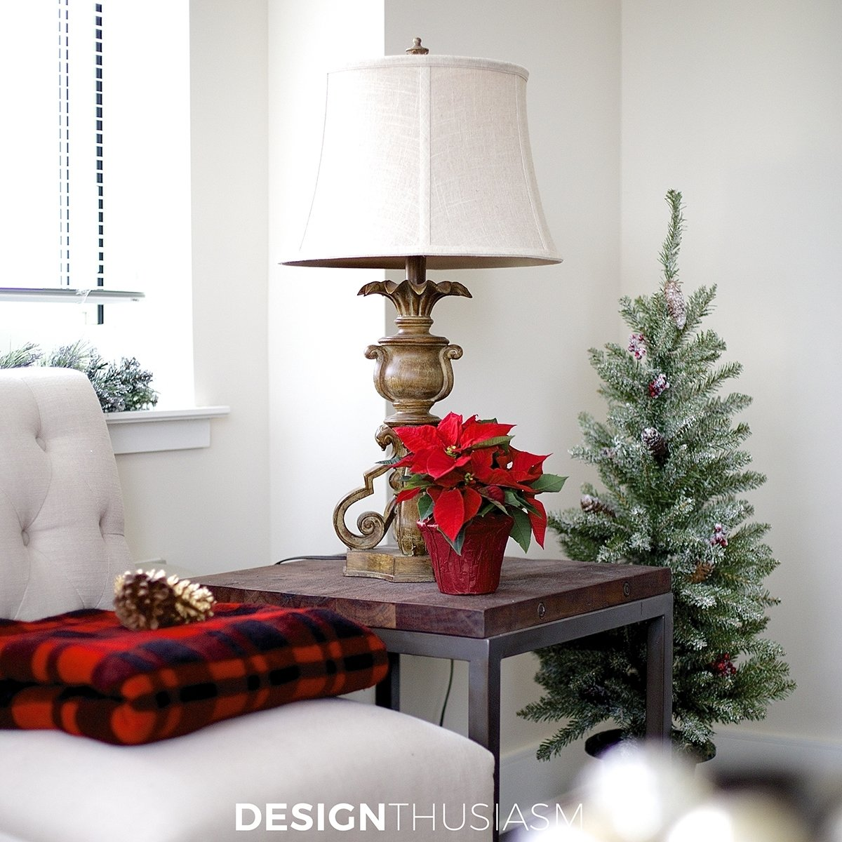 10 Lovely Christmas Decoration Ideas For Apartments easy holiday decorating ideas for a small apartment 2020