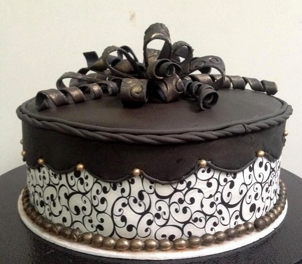 10 Gorgeous Birthday Cake Decorating Ideas For Adults
