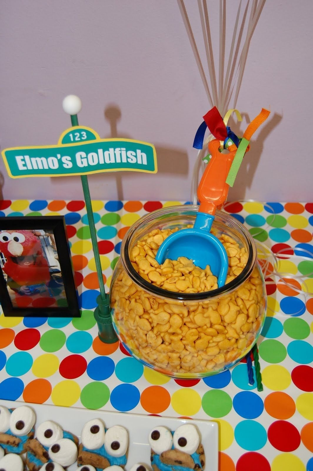 elmo's goldfishcute idea for a kid's party but with a clean fish
