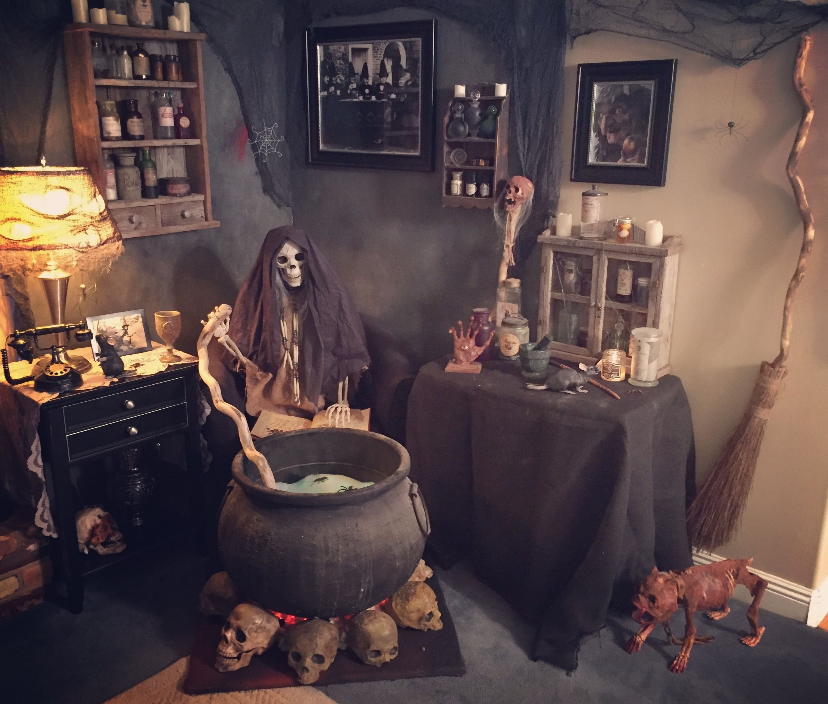 10 Stunning Scary Haunted House Room Ideas elsbethlair this guy really knows how to do halloween the 2021