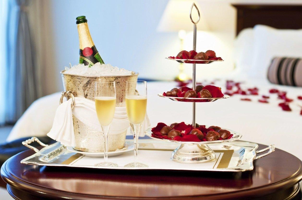 10 Fabulous Ideas For A Romantic Night In A Hotel enchanting romantic hotel room ideas for her pics inspiration tikspor 2020