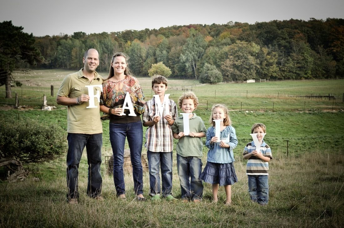 10 Perfect Cute Ideas For Family Pictures erica hannah photography cute idea for a family pic family 2021