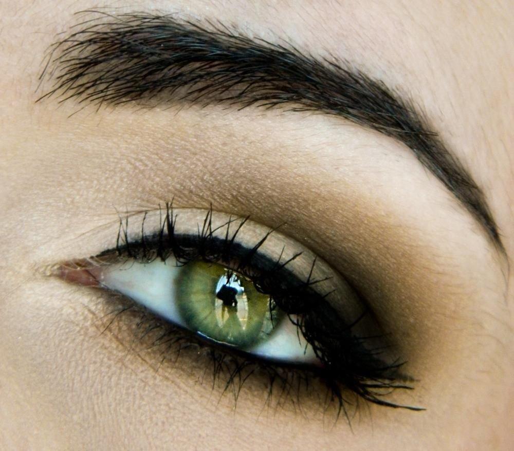 10 Nice Eyeshadow Ideas For Green Eyes everyday half smokey eye makeup tutorial smokey eye makeup 1