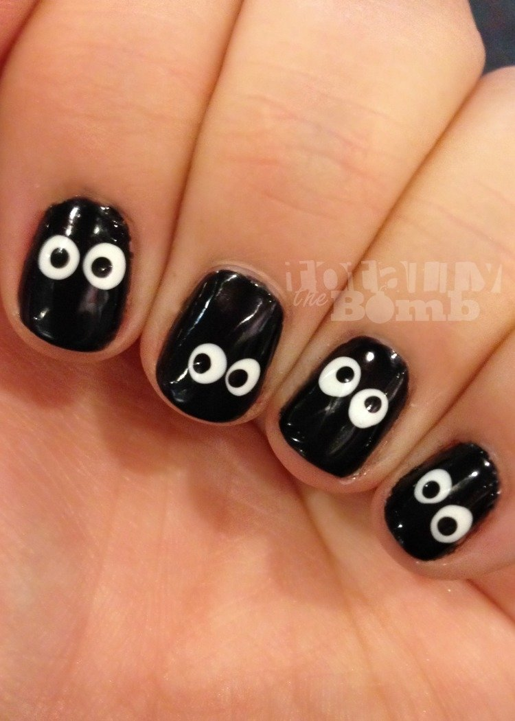 10 Lovable Easy Halloween Nail Art Ideas eyeball nails 2020