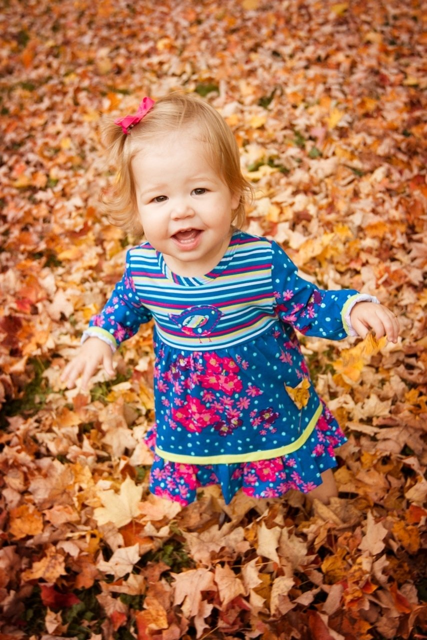 10 Great Fall Picture Ideas For Babies fall baby photo shoot ideas that arent completely cheesy 1 2020