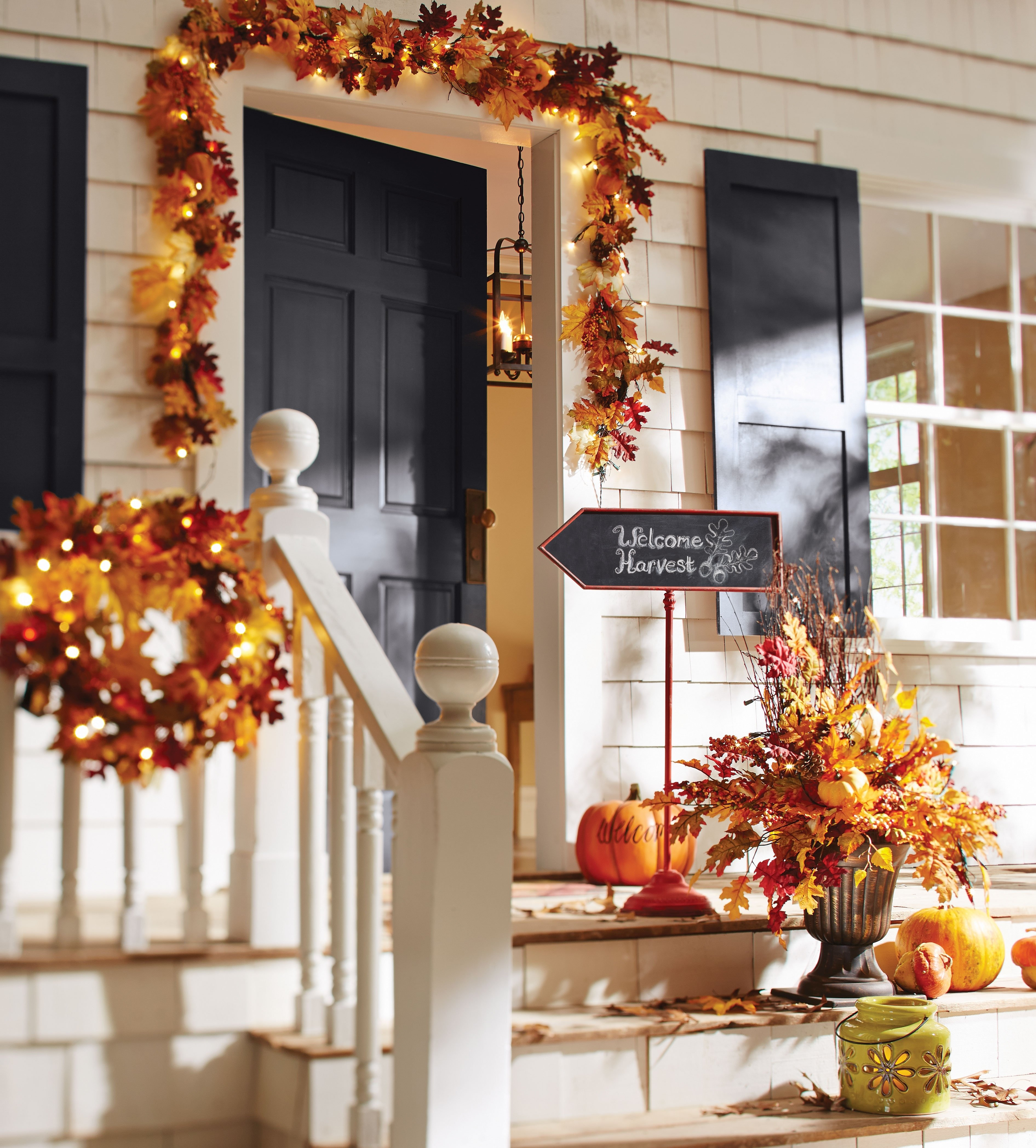 10 Lovely Front Porch Decorating Ideas For Fall fall decorating ideas for your front porch and entryway 1