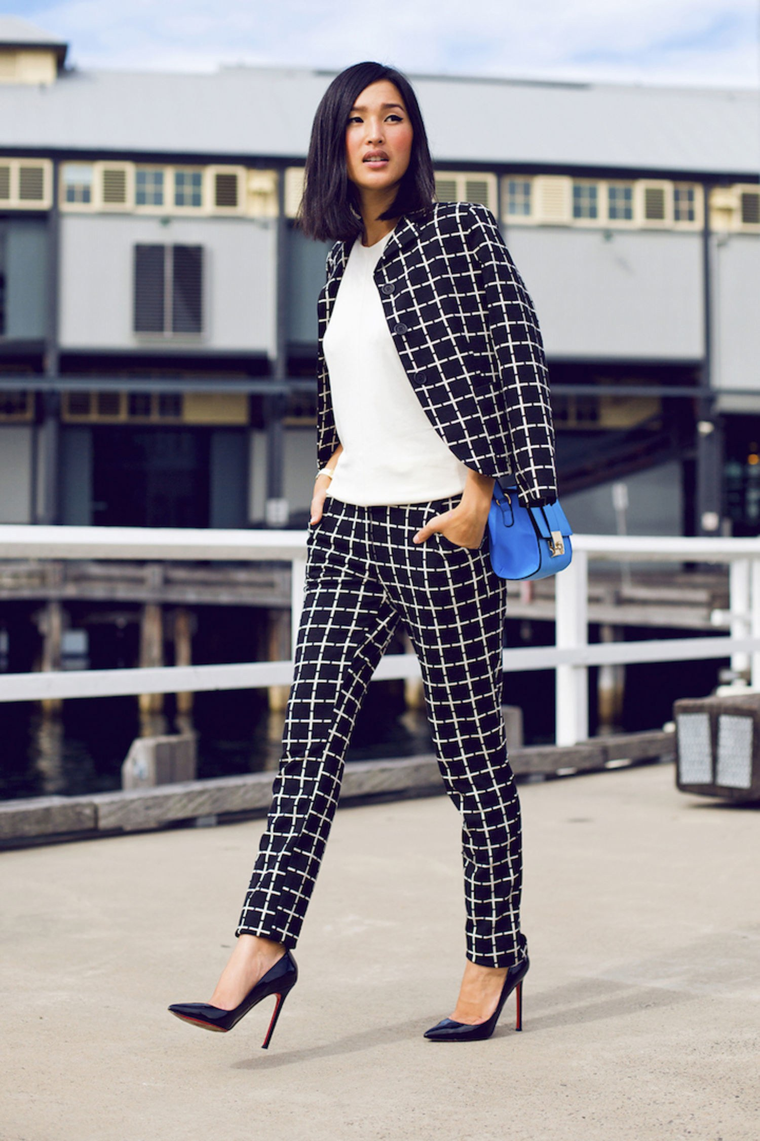 fall outfit ideas: how to wear black and white - glamour