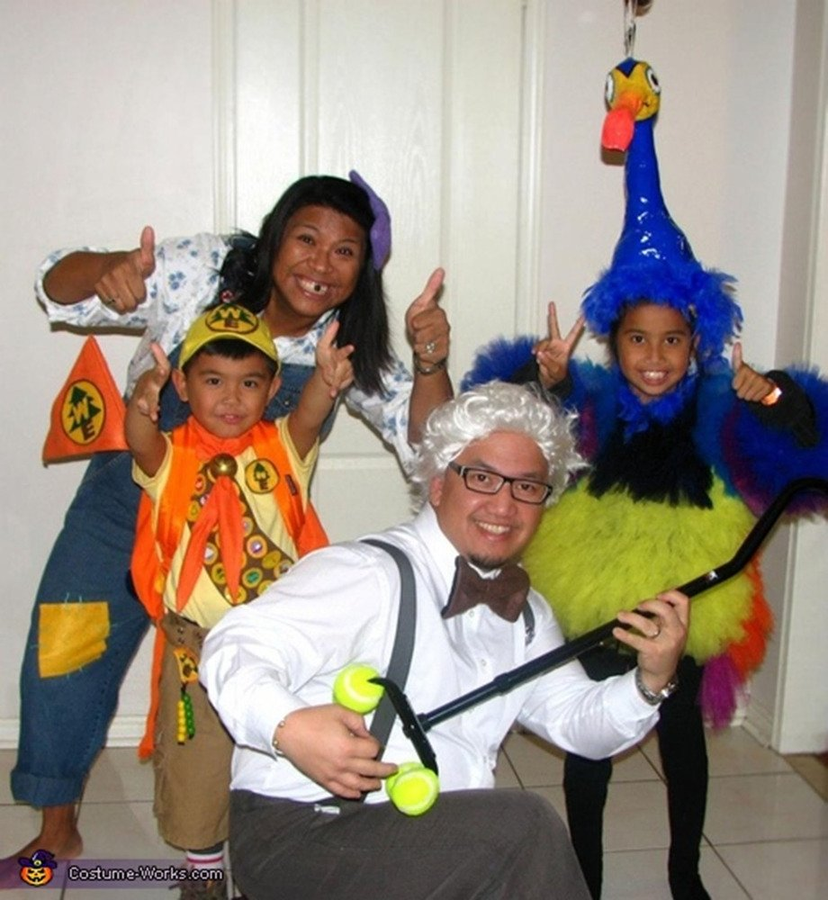 10 Fashionable Family Of Four Halloween Costume Ideas family halloween costumes that prove dressing up is not just childs 1 2020