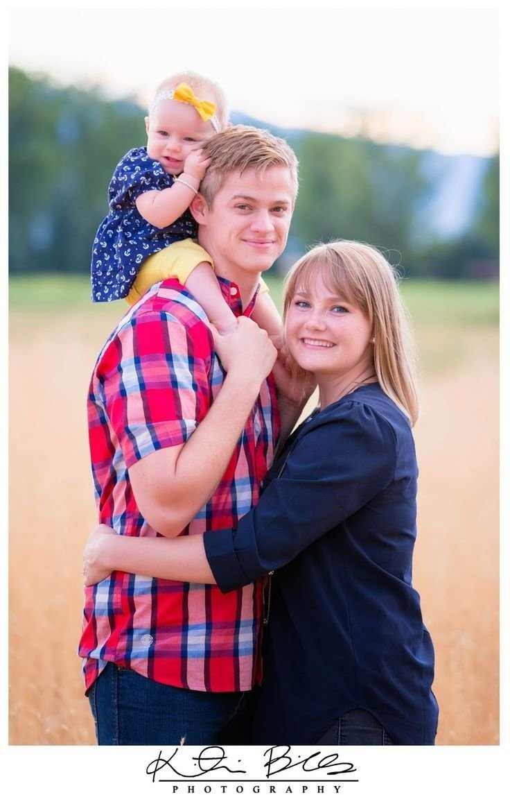 family of 3 photo poses | family of three posing ideas! | pictures