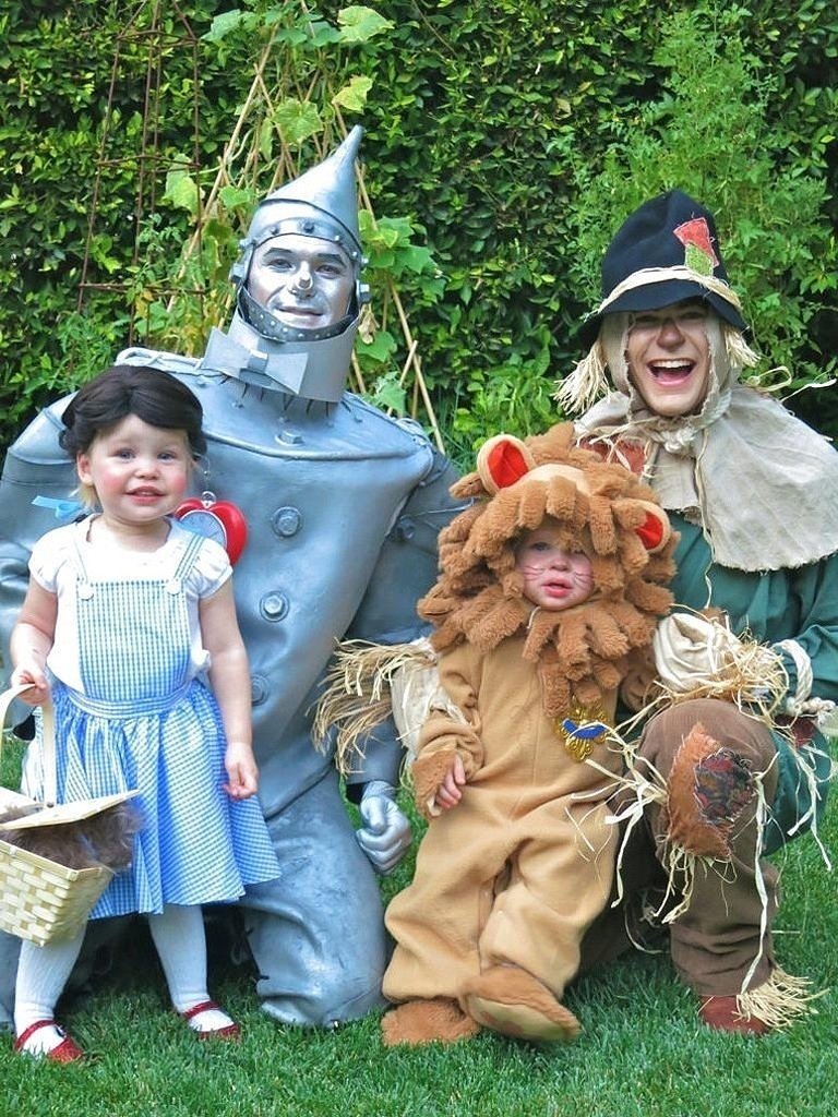 10 Fashionable Family Of Four Halloween Costume Ideas family of four halloween costume ideas clothing trends 2020