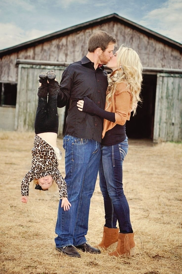 10 Perfect Cute Ideas For Family Pictures family photo outfits family photo outfiti like her outfit 2021