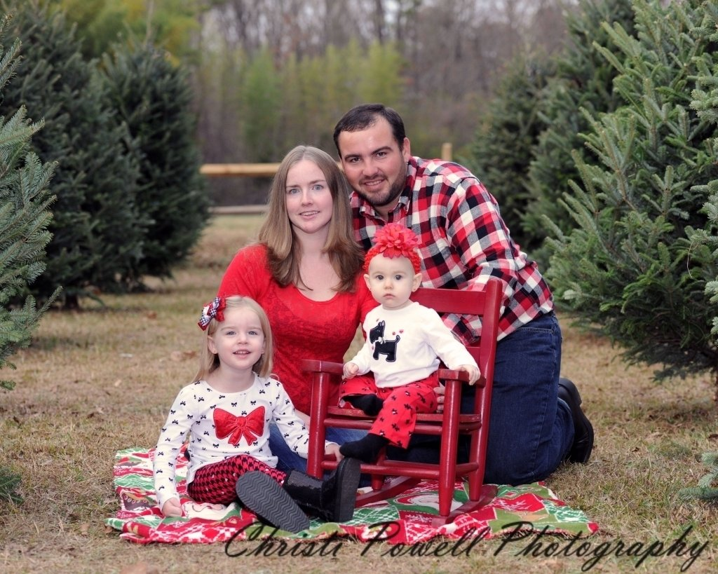 10 Elegant Ideas For Family Christmas Pictures Portrait Outdoor