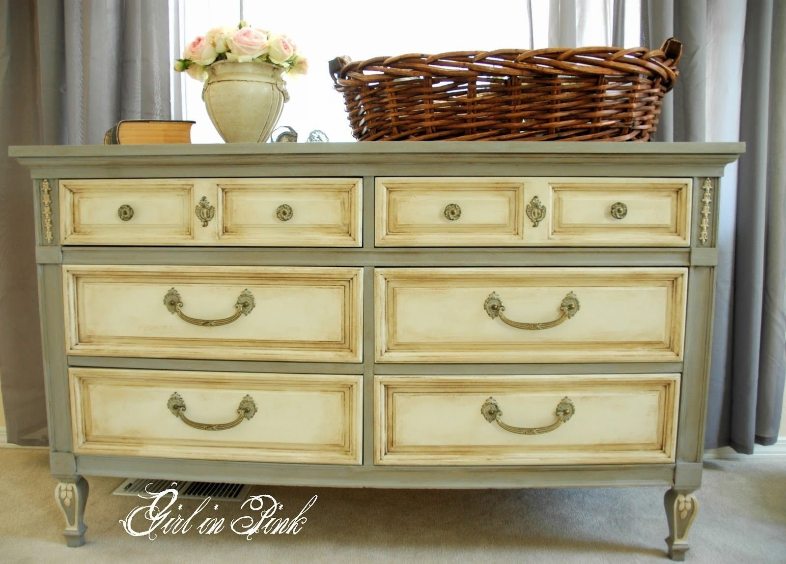 10 Pretty Annie Sloan Painted Furniture Ideas fascinating coffee table painting kitchen cabinets with annie sloan 1 2020
