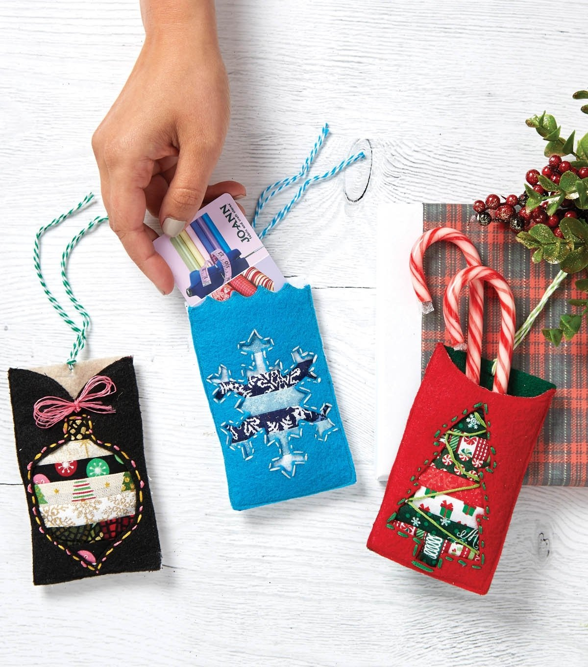 10 Ideal Ideas For Wrapping Gift Cards felt gift card holders diy gift cards joann 2020