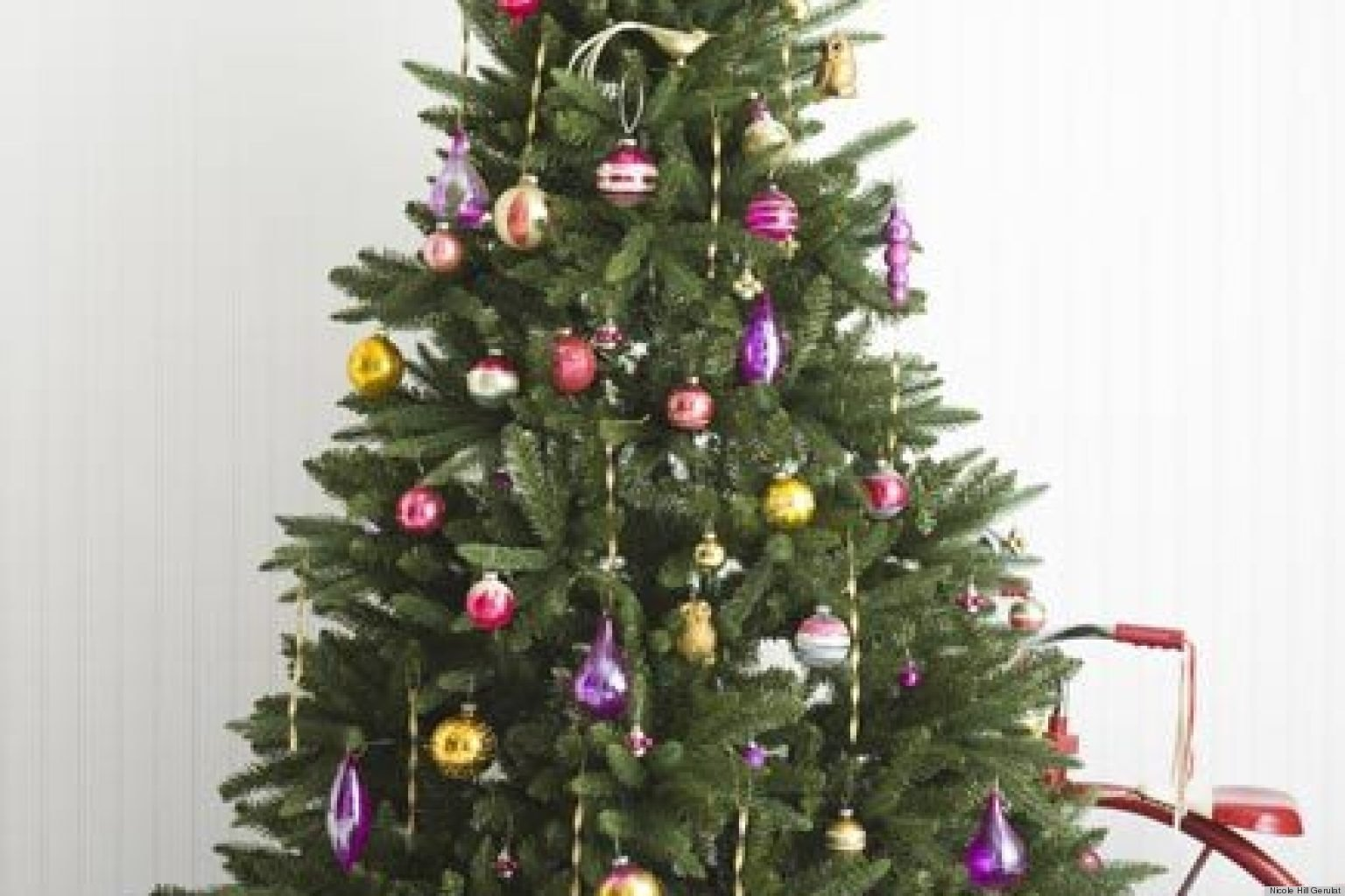 10 Fabulous Cheap Christmas Tree Decorating Ideas festive christmas tree decorating ideas huffpost