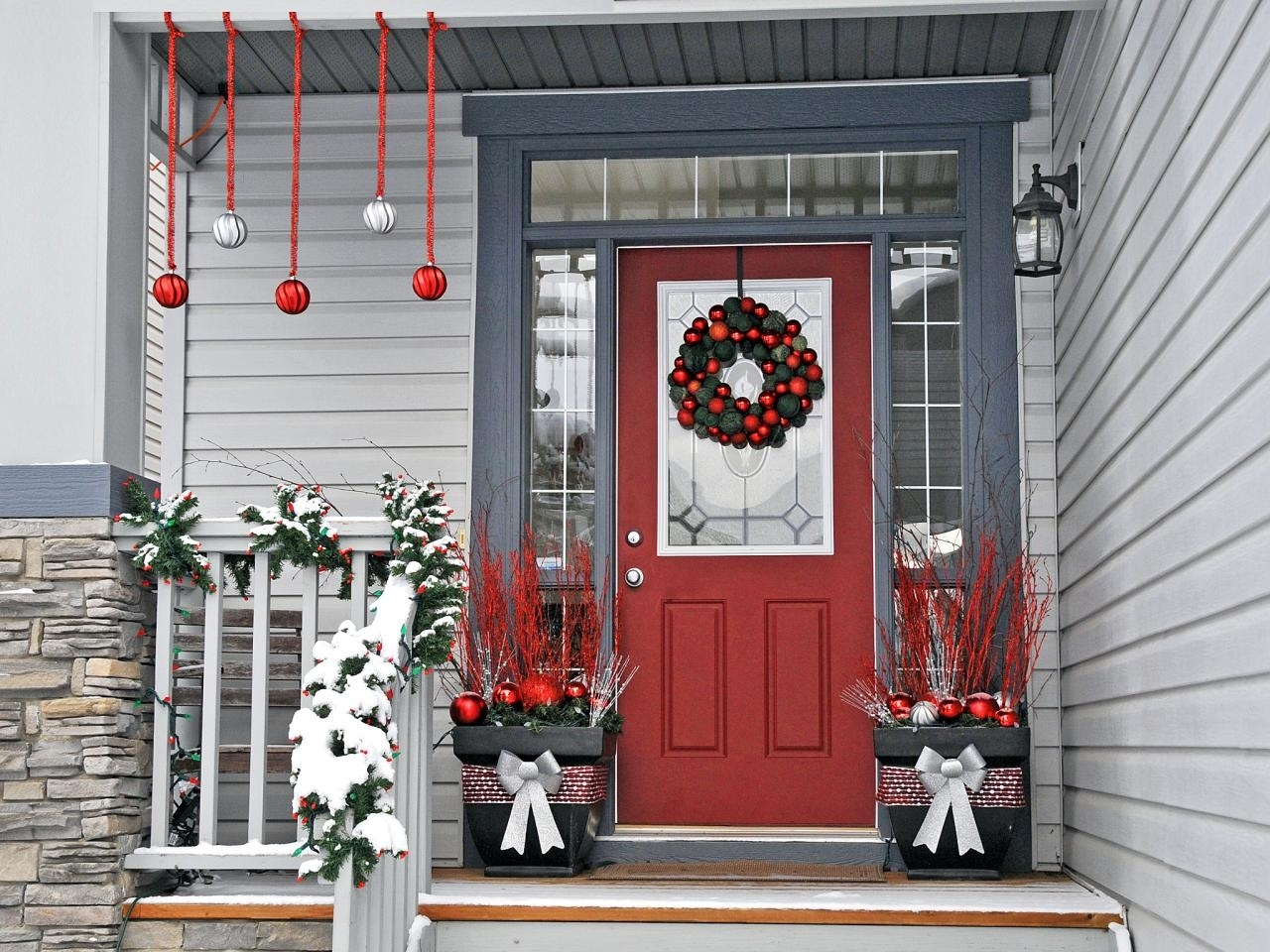 10 Lovable Christmas Front Porch Decorating Ideas %name 2020