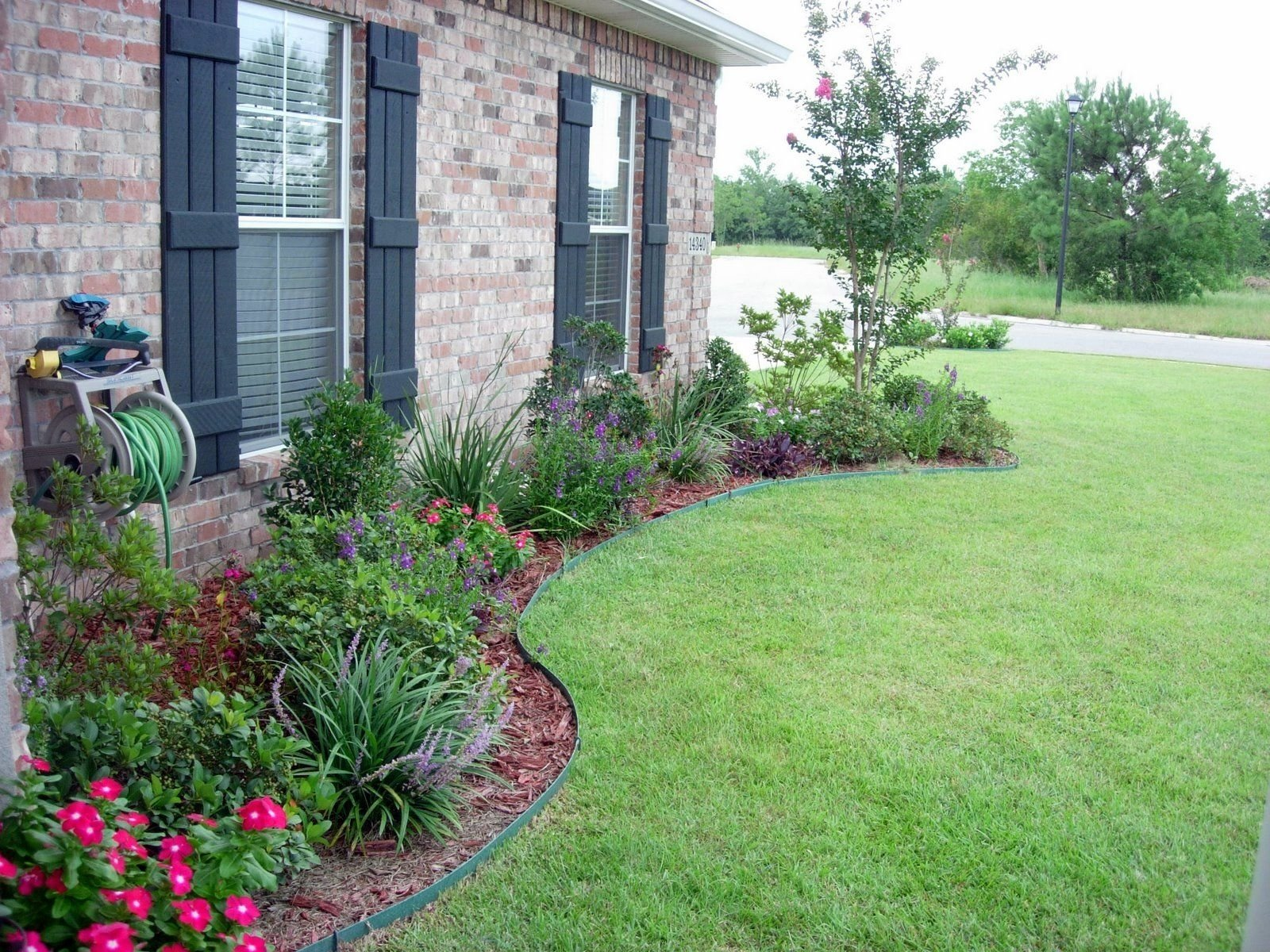 10 Lovable Flower Bed Ideas For Front Of House flower bed designs for front of house use shrubs small trees to 1 2021
