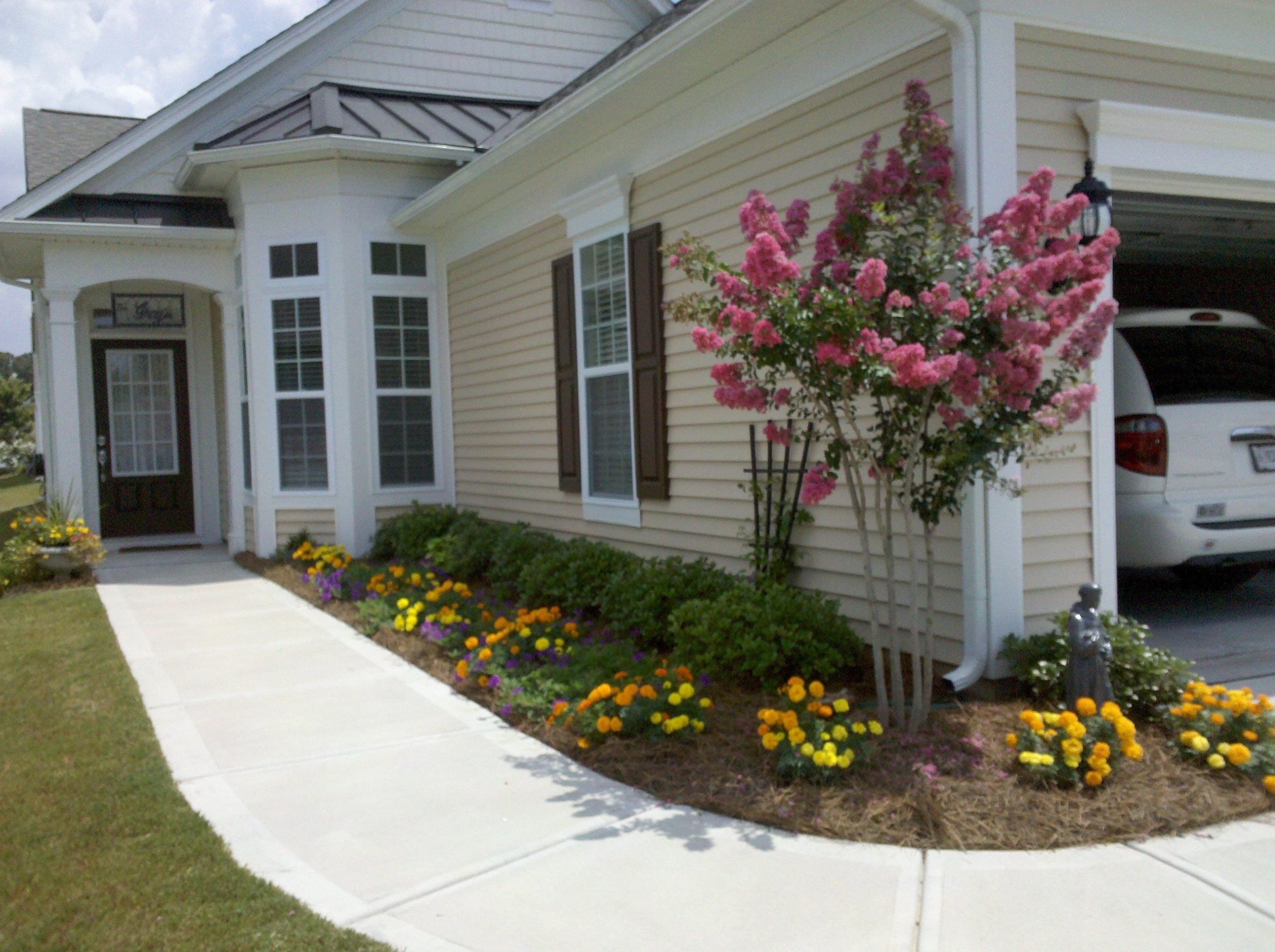 10 Spectacular Front Yard Flower Bed Ideas flower bed ideas front of house classic front yard flower garden 2020