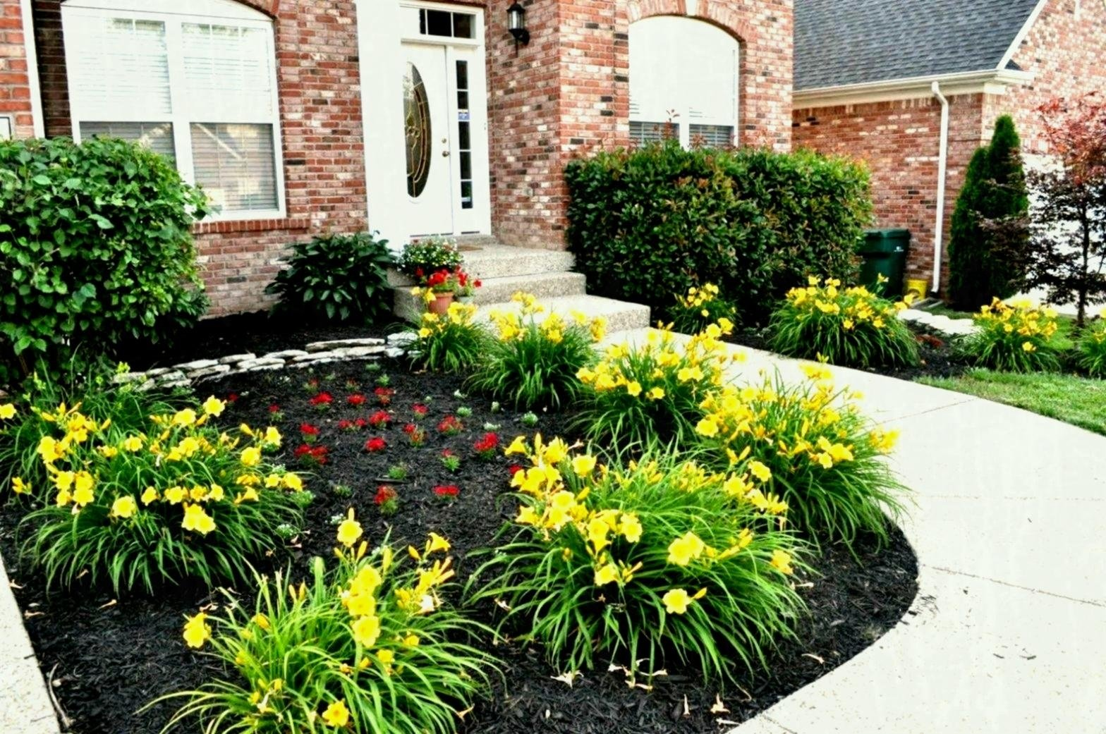 10 Lovable Flower Bed Ideas For Front Of House flower bed ideas front of house simple home garden ideas for your home 2021
