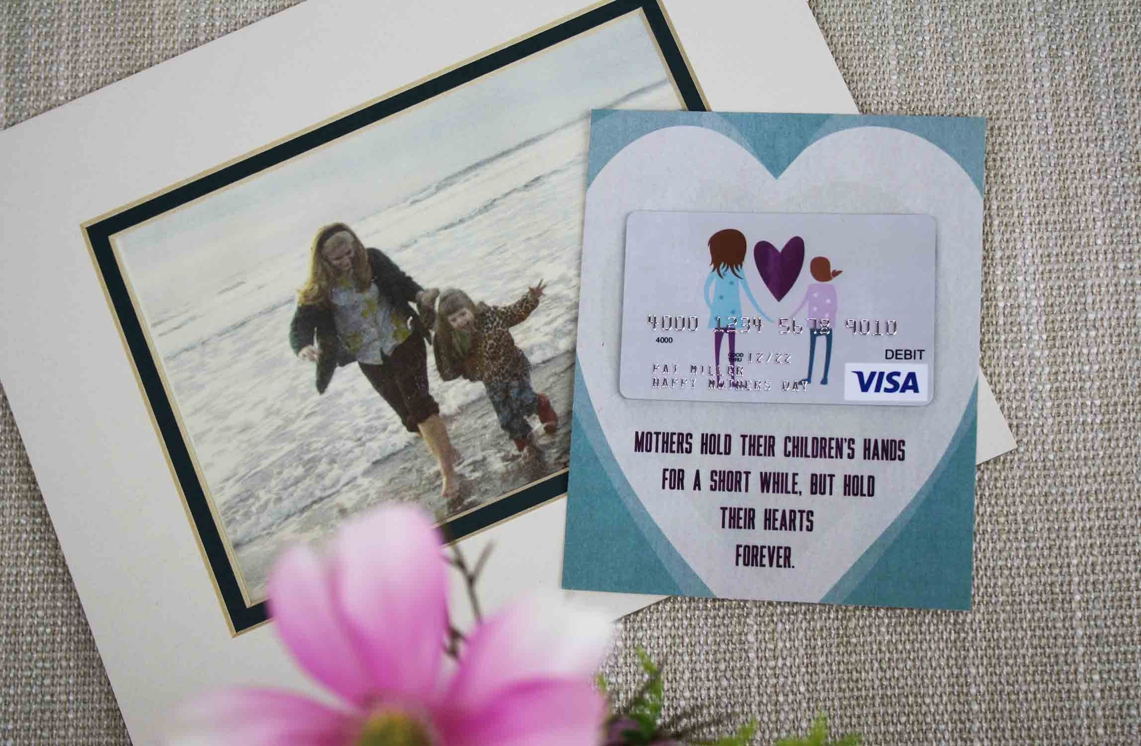free mother's day gift card holder: a child's hand | gcg